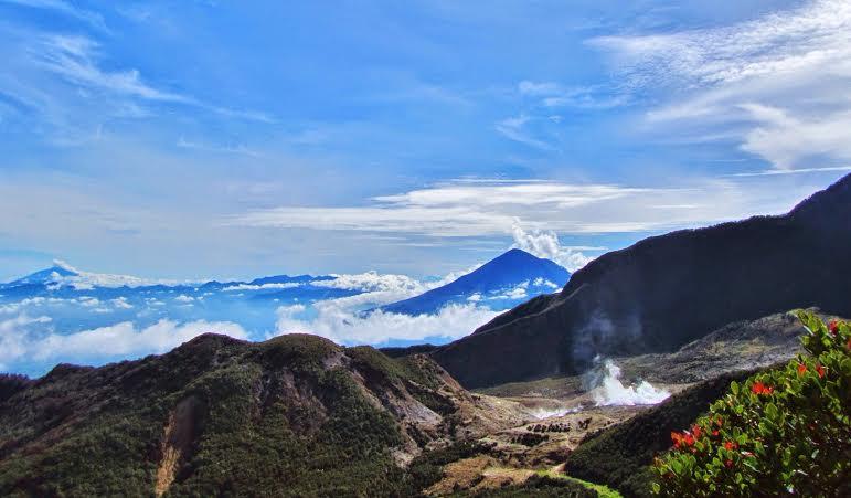 pemandangan gunung indonesia