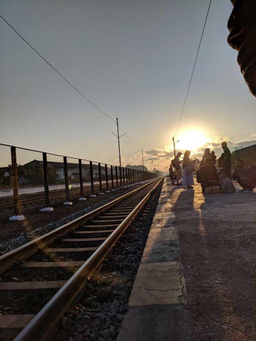 sunrise di stasiun